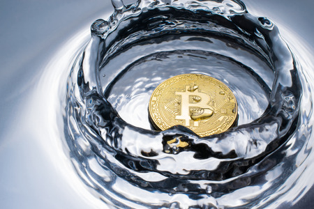 golden bitcoin coin with water splash crypto currency background concept. Фото со стока