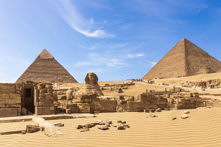 The Great Pyramids of Giza complex: the Sphinx, the Pyramid of Chephren, the temple and the Pyramid of Cheops, Egypt. Banco de Imagens
