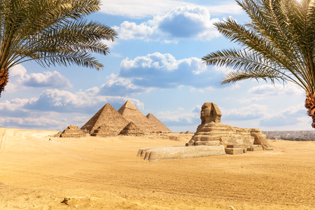 The Pyramids and the Sphinx in the  beautiful desert of Giza, Egypt Banque d'images - 125031286