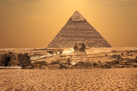 View of the Sphinx and the Pyramids, Giza desert, Egypt Banque d'images - 125031491