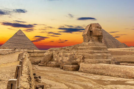 The Sphinx and the Pyramids at sunset, beautiful view, Giza, Egypt Banque d'images - 125038339
