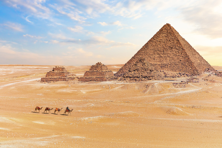 View on the Pyramid of Menkaure and three pyramids, Giza, Egypt. Banque d'images - 125039077
