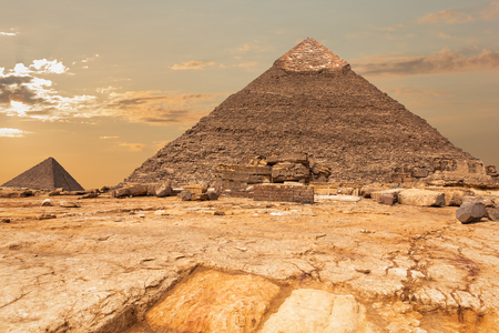 The Pyramid of Khafre and the Pyramid of Menkaure view in Giza, Egypt Banque d'images - 125044335