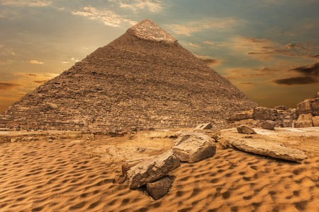 The Pyramid of Khafre, beautiful desert view, Giza, Egypt Banque d'images - 125044540