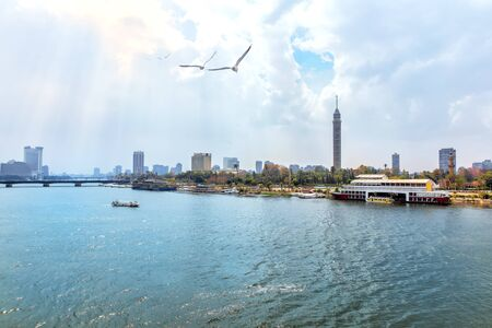 Cairo Tower and the Nile, beautiful morning view Imagens - 128768715