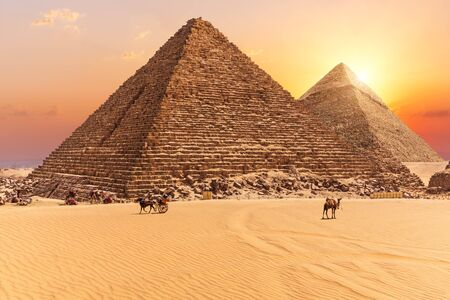 The Pyramid of Menkaure and the Pyramid of Khafre in the sunset rays, Giza desert Imagens