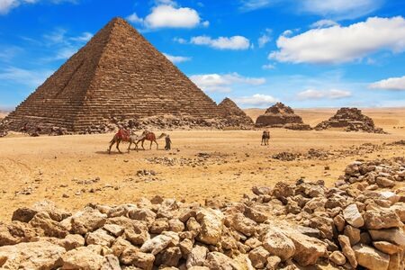 The Pyramid of Menkaure and the Pyramids of his queens, Giza, Egypt Imagens