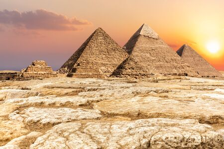 Giza Necropolis, famous Pyramids in the desert, Egypt Imagens