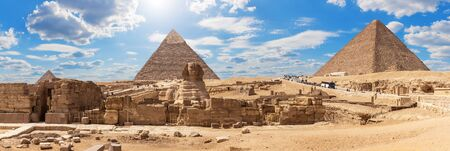 Giza Pyramids and the Sphinx, beautiful Egyptian panorama Imagens - 128769240