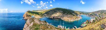 Baie de Balaklava en Crimée, Ukraine, beau panorama d'été Banque d'images