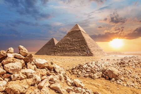 Desert sunset, beautiful view of the Pyramids of Giza. Imagens