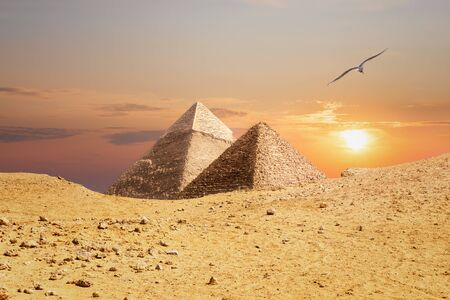 The Pyramids of Giza, view from the sand-dune. Imagens