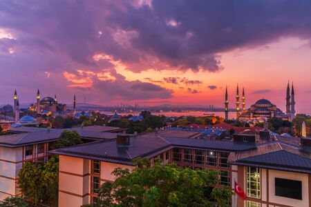 Beautiful sunset over the Hagia Sophia and the Blue Mosque, Istanbul panorama. Imagens