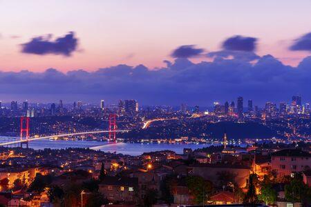 Night Bosphorus Bridge, view on Sisli and Besiktas districts of Istanbul, Turkey. Imagens