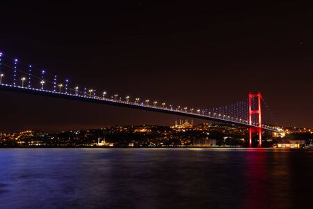 The Bosphorus Bridge or the 15 July Martyrs Bridge, view on the Asian side of night Istanbul, Turkey. Imagens