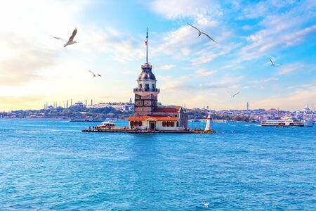 Maidens Tower in Istanbul, Turkey, sea view Imagens
