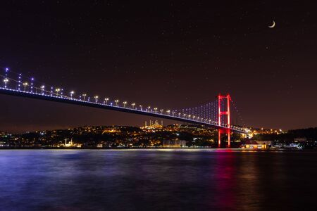Illuminated Bosphorus bridge at night, Istanbul, Turkey. 版權商用圖片