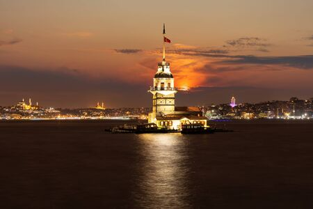 Maidens Tower of Istanbul, famous landmark of Turkey, evening view. 版權商用圖片
