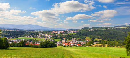Austrian rural panorama, view on the Alpen village Imagens