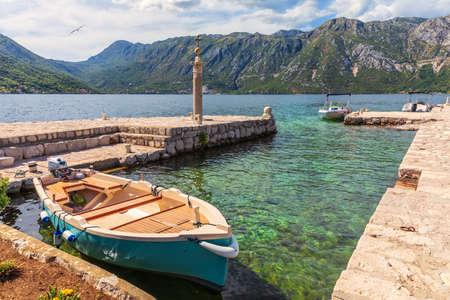Pier of Kotor, wonderful summer panorama of Montenegro. 免版税图像