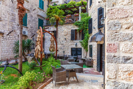 Small cafe in the old town near Square of Arms in the Old Town of Kotor, Montenegro. Stockfoto