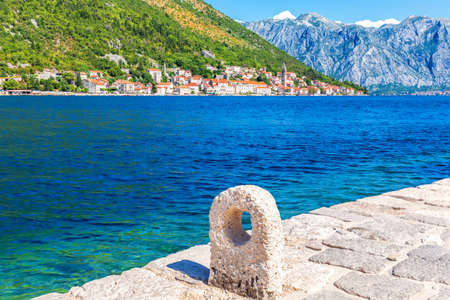 Perast old town, view from the pier near Church of Our Lady of the Rocks, Montenegro. Stockfoto