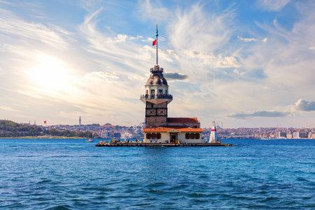 The Maidens Tower in the Bosphorus strait, famous landmark of Turkey, Istanbul Stockfoto