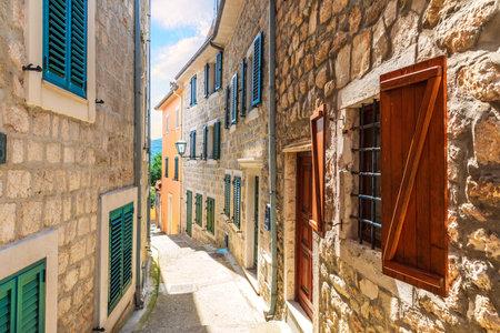 Herceg Novi old town Narrow European street, Montenegro. Stockfoto