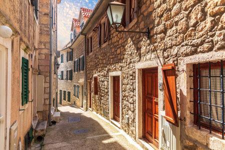 Narrow european street in the old town of Herceg Novi, Montenegro. Stockfoto