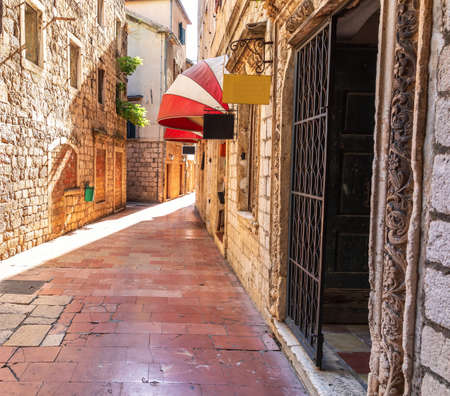 Traditional adriatic medieval Street in the Old Town Of Kotor, Montenegro Stockfoto