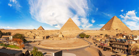 Giza panorama with the Great Sphinx near the Pyramids in Egypt. 免版税图像