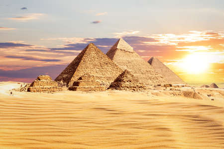 The Great Pyramids of Egypt at sunset, one of the wonders of the World, Giza. 免版税图像