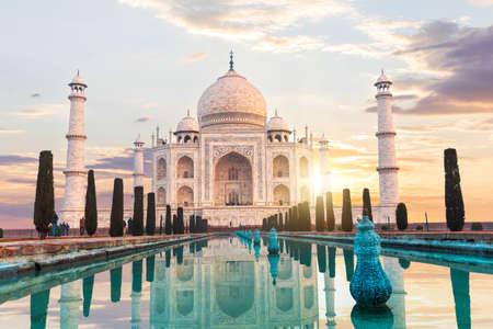 Taj Mahal at sunset, the main place of visit of India, Agra. 免版税图像