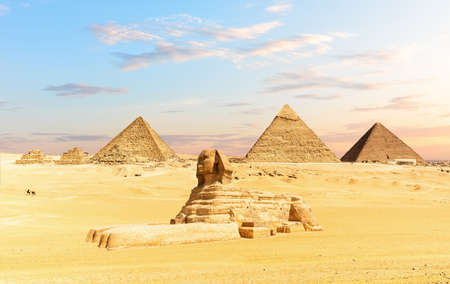 The Sphinx and the Piramids of Egypt, famous Wonder of the World, Giza 免版税图像