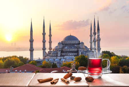 The Blue Mosque and Istanbul tea with cinnamon sticks and dates, Turkey 免版税图像