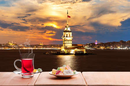 Turkish tea party near the Maidens Tower in the night lights, Istanbul 免版税图像