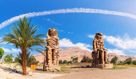 The Colossi of Memnon in the Theban Necropolis of Luxor, Egypt 免版税图像