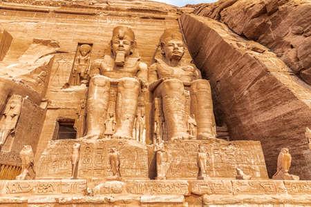 Abu Simbel, statues at the temple of Rameses II, Egypt. 免版税图像