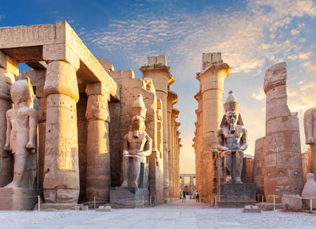 Luxor Temple courtyard and the statues of Ramses II, Egypt. 免版税图像