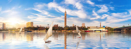 Panorama of Cairo, the Nile with sailboats and Gezira island view, Egypt. 免版税图像