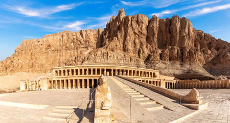 Hatshepsut Temple and the rocks in the Valley of Kings, Luxor, Egypt. 版權商用圖片