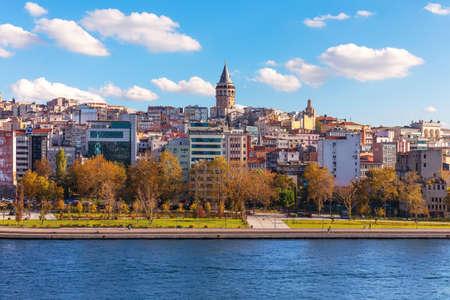 Istanbul Galata Tower over the Golden Horn, Turkey 版權商用圖片