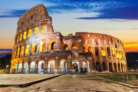 The Coliseum illuminated at sunrise, front view, Rome, Italy 版權商用圖片