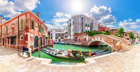 Gondolas moored in the Grand Canal by the bridge, Venice, Italy. 版權商用圖片