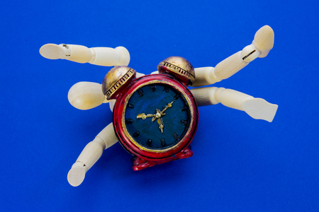 Clock and doll, Time limit
