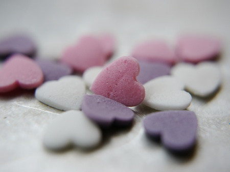 declaration of love: blank candy heart - conversation heart - add your own text - pink heart is in focus Stock Photo
