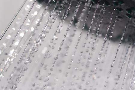 daily room: gocce d'acqua che cade da un interno doccia Archivio Fotografico