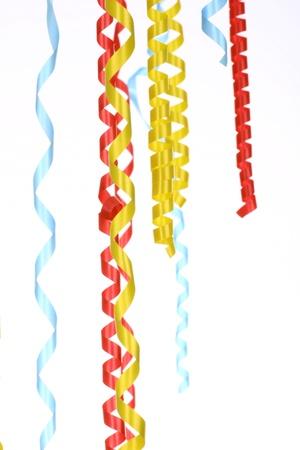 streamers: Celebraci�n streamer de color rojo verde y amarillo sobre un fondo blanco (ver im�genes similares en mi cartera)