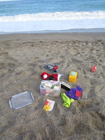 futbol infantil: lo que pone en la playa Foto de archivo