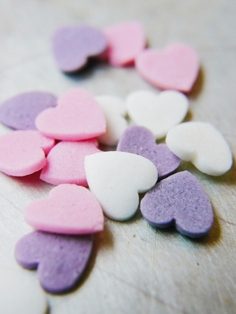 text pink: blank candy heart - conversation heart - add your own text - pink heart is in focus Stock Photo